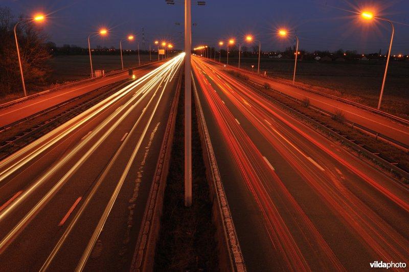 Autosnelweg en lichtvervuiling